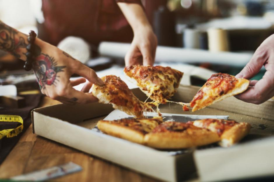 """Sieć Domino's w Rosji wycofuje się z akcji """"darmowa pizza za tatuaż"""""""
