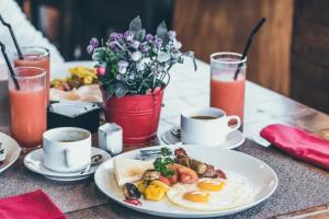 Raport Śniadań Hotelowych 2018: liderzy gastronomii hotelarskiej coraz częściej proponują lokalne specjały i własne wyroby