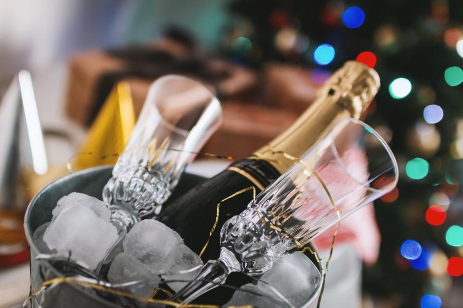 Raport: Polak wyda przeciętnie 300 zł na zabawę sylwestrową, najwięcej na jedzenie i alkohol