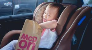 McDonald's i hot dogi najczęściej wybieranym jedzeniem podczas podróży z dziećmi