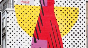 Mural butelki Coca-Coli pojawił się na warszawskiej Pradze