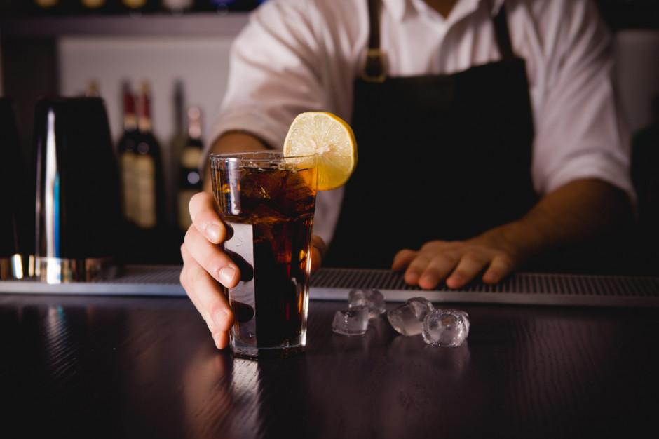Właściciel baru w Hiszpanii skazany za odmowę obsługi czarnoskórych klientów