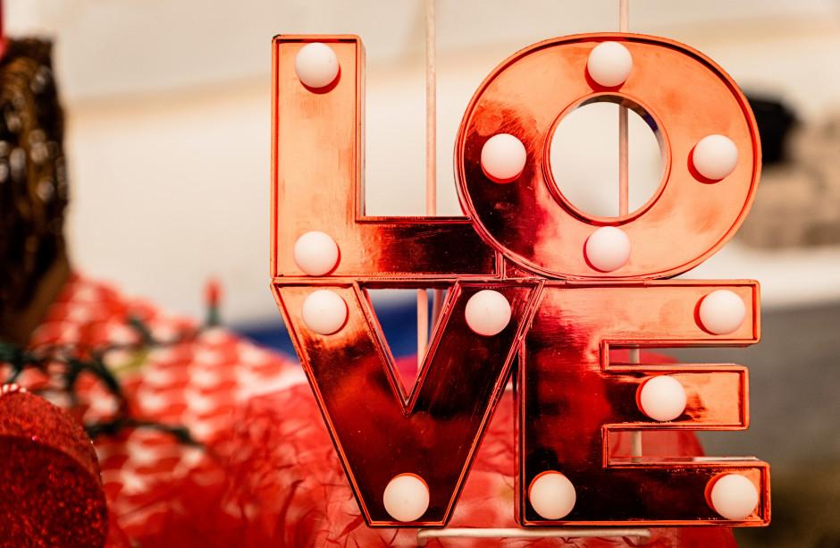 Polacy chcą spędzać Walentynki podczas romantycznych kolacji