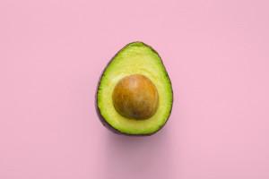 Meksykanie produkują biodegradowalne słomki i sztućce z pestek awokado