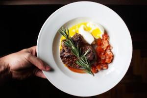 Afera z wołowiną a sprzedaż steków: Trzeba korzystać z zaufanych dostawców