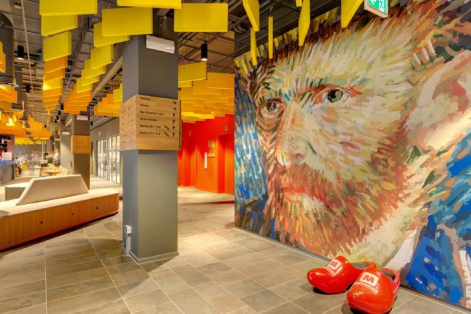 931 słoneczników Van Gogha w hotelu w Amsterdamie