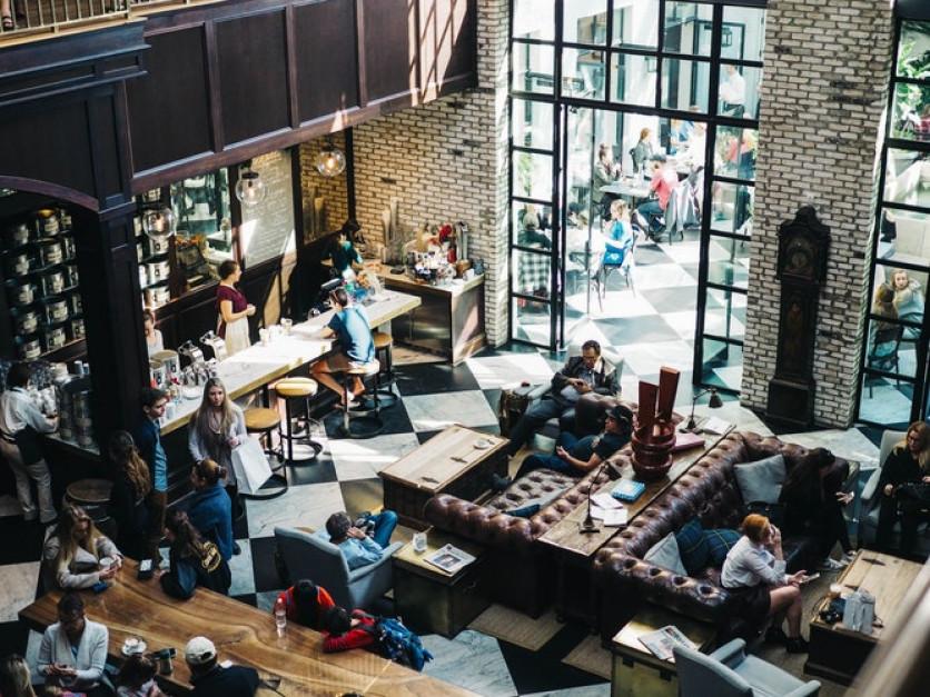 Polacy zaoszczędzili na zakazie handlu w niedzielę, choć niektórzy wydają więcej na kino i restauracje