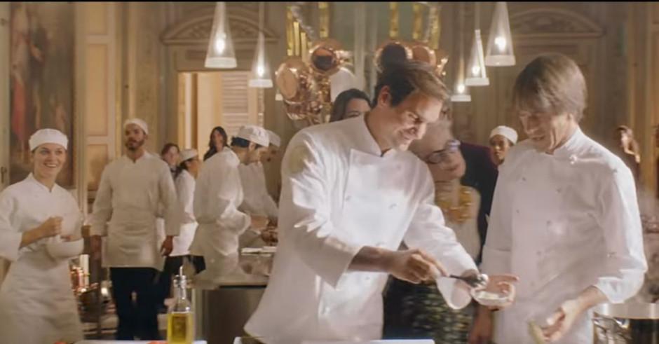 Roger Federer urządza pokaz gotowania pasty w reklamie Barilla