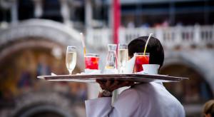 Brakuje chętnych, aby wykonywać zawód kelnera i barmana