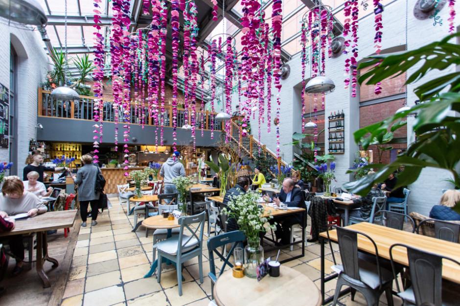 Poznańska Weranda Lunch & Wine trzy razy do roku zmienia wystrój. Co przygotowano na wiosnę?