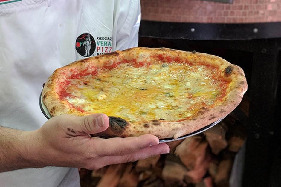 Pizza z dodatkiem 154 różnych serów nowym rekordem Guinessa