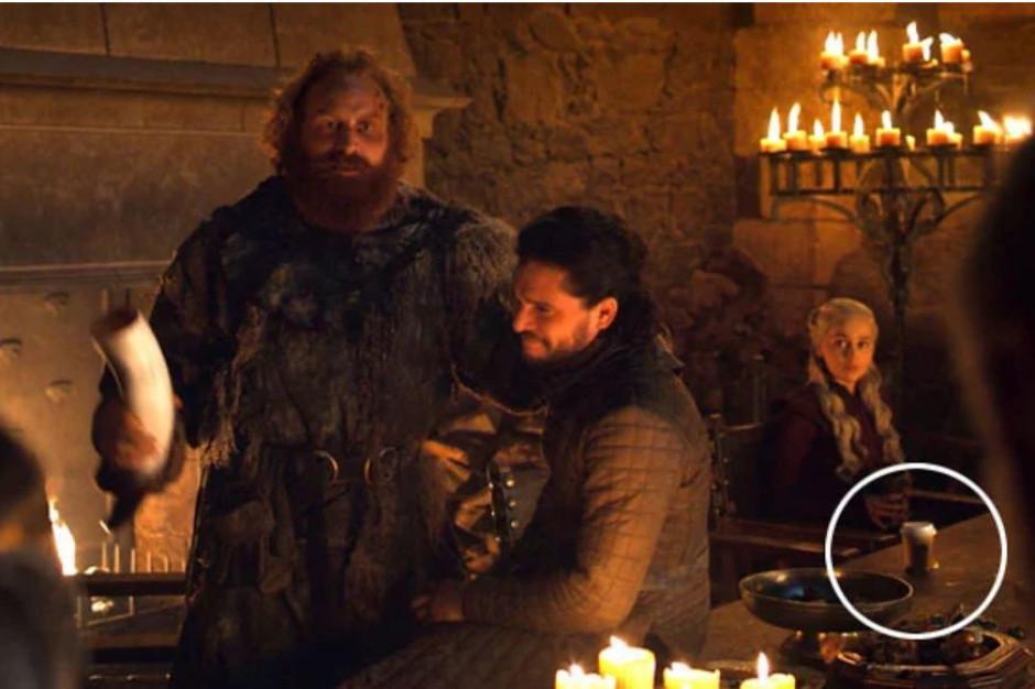 Kubek z kawą z logo Starbucks pomyłkowo wystąpił w kultowym serialu HBO