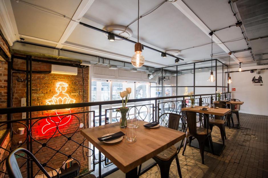 Restauracja Gruby Josek - dwa poziomy w stylu dawnej Warszawy