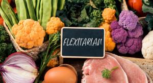 Fleksitarianie w natarciu. 43 proc. Polaków stara się ograniczać jedzenie mięsa