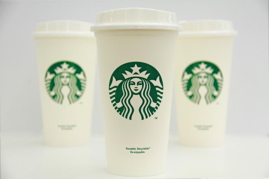 Starbucks rozdaje kubki wielorazowego użytku z okazji 10 lat marki w Polsce