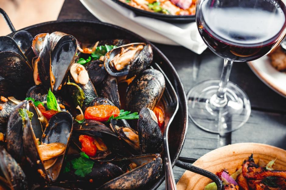 Polacy na wakacjach coraz częściej zwracają uwagę na ofertę kulinarną