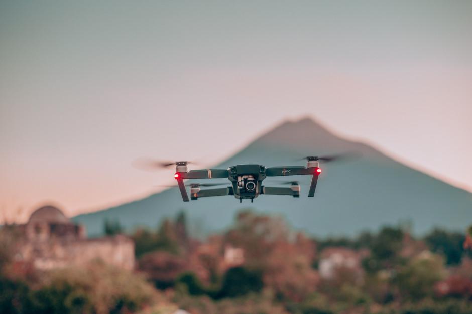 Uber Eats testuje dostawy jedzenia za pomocą dronów