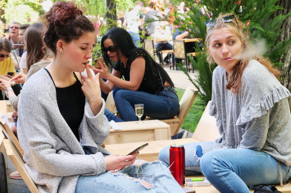 W Szwecji wchodzi zakaz palenia tytoniu w ogródkach kawiarnianych