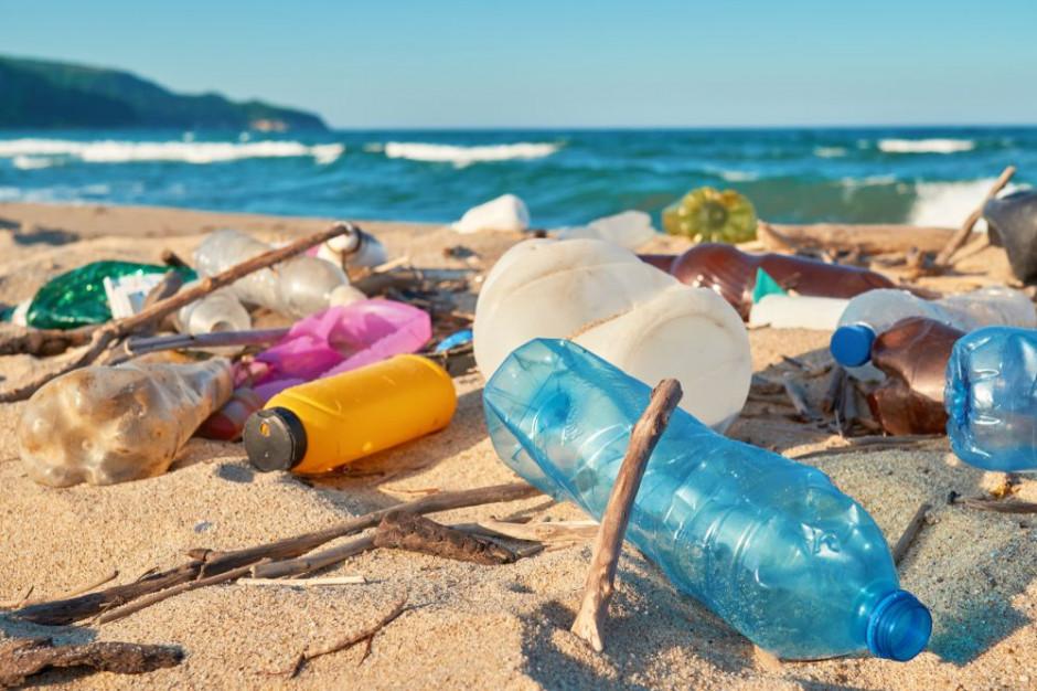 Francja: ogłoszono kartę walki z odpadkami plastikowymi na plażach