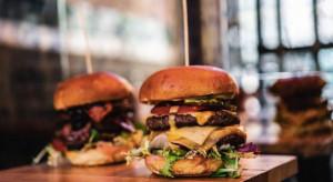 Fuzje, przejęcia i bezkrwawe rewolucje na rynku burgerów – podsumowanie