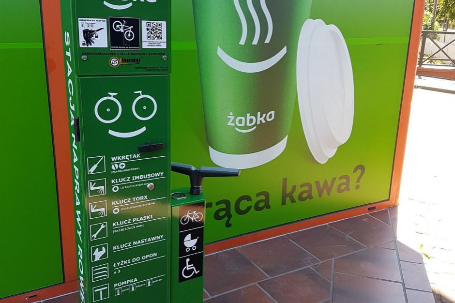 Żabka zabierze klientów kawiarniom? Kusi poranną kawą za 1,99 zł