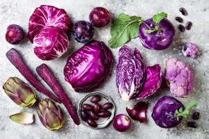 Dlaczego warto spożywać fioletowe owoce i warzywa?