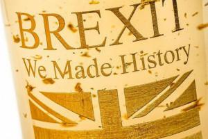 Jedni utopią w nim smutki, inni będą świętować. Czy wino Brexit podbije rynek?