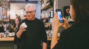 Światowej sławy filmowiec w winiarskim projekcie z Markiem Kondratem i BARaWINO