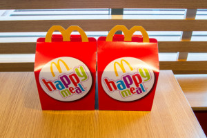 40lecie Happy Meal. Kucyki Pony, Tamagotchi, Hello Kitty i Power Rangers powracają
