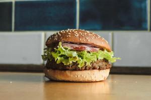 Bobby Burger wprowadza pierwszego wegańskiego burgera