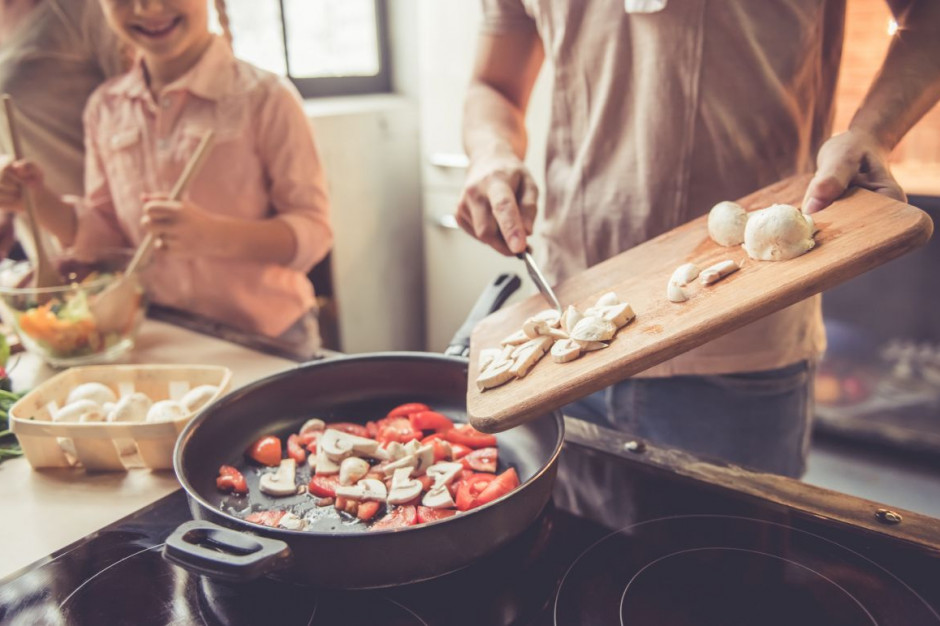 Czy Polacy jeszcze gotują w domach?