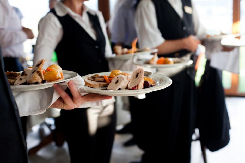 Rynek pracy w gastronomii. Jakie są oferty na rynku i poziom wynagrodzeń?