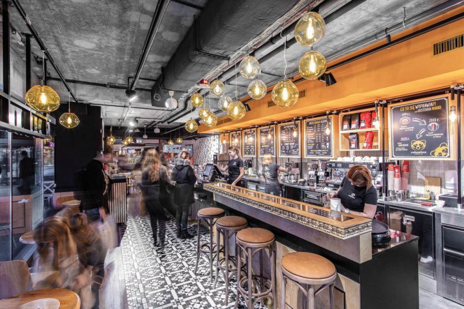 Klimat paryskich kafejek połączony z nowoczesnym designem w nowej kawiarni Columbus Coffee