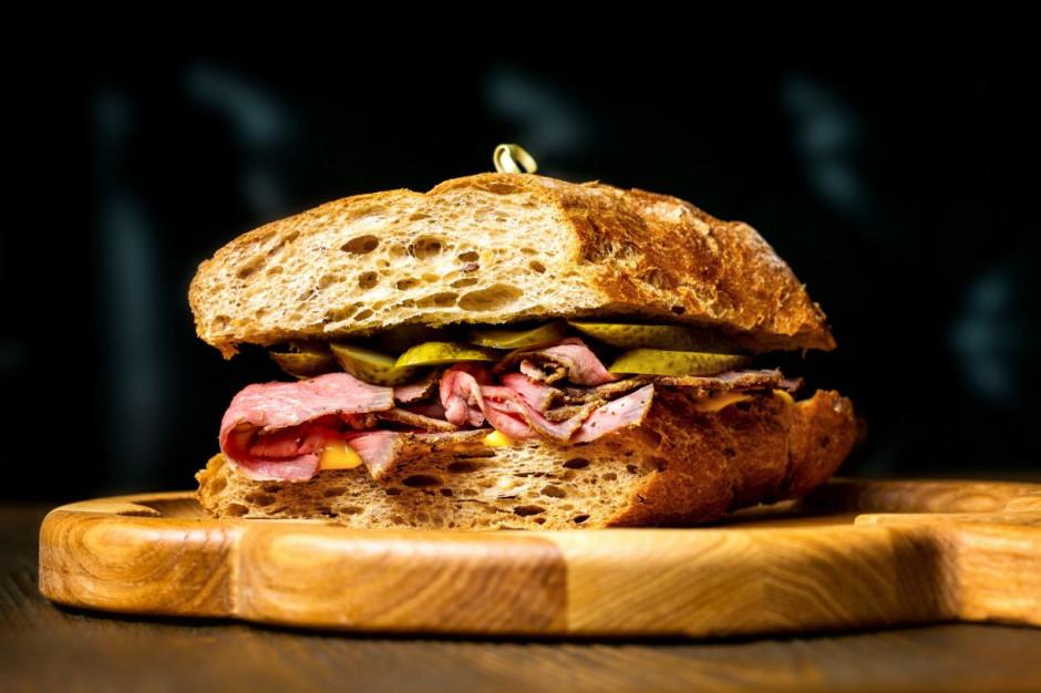 14 stycznia to Dzień Gorącej Kanapki z Pastrami