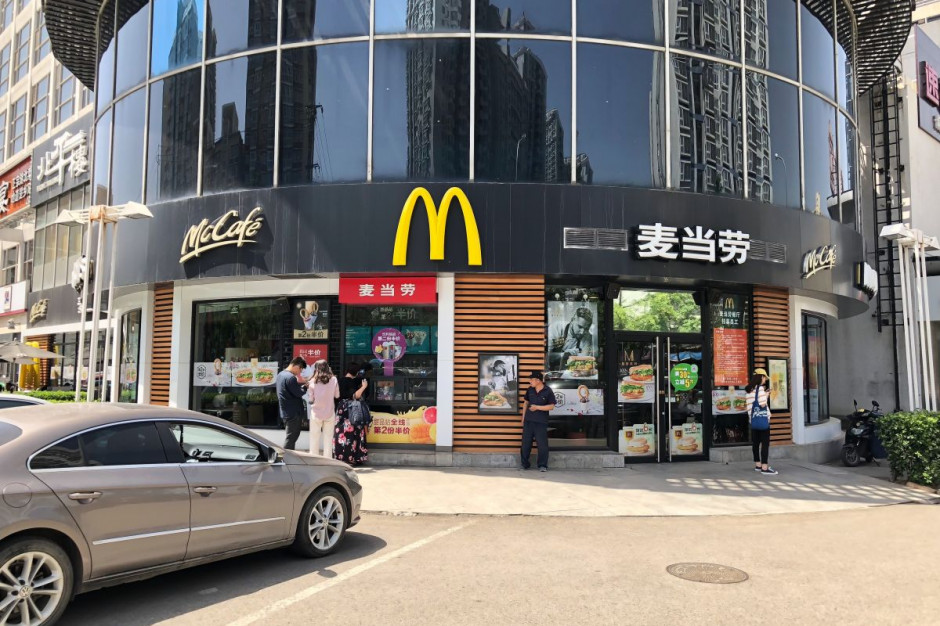 McDonald's i Starbucks wstrzymują działalność w Chinach z powodu koronawirusa