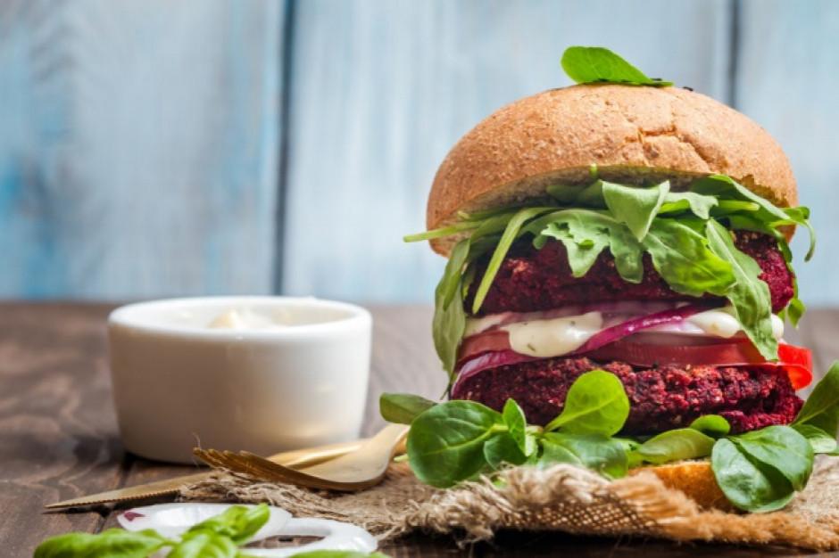 Badanie: Aż 55 proc. Polaków podkreśla korzyści zdrowotne płynące z jedzenia zamienników mięsa