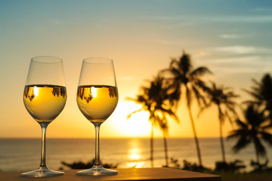 """Afera podsłuchowa: kelner z restauracji """"Sowa i Przyjaciele"""" został sommelierem na Malediwach"""