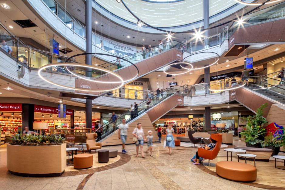 W niedziele bez handlu Polacy nie ograniczają wizyt w centrach handlowych. Wybierają kino i restauracje