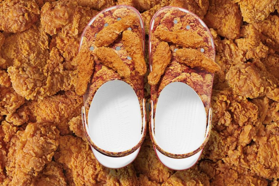 KFC i marka Crocs stworzyły chodaki z panierowanym kurczakiem (wideo)
