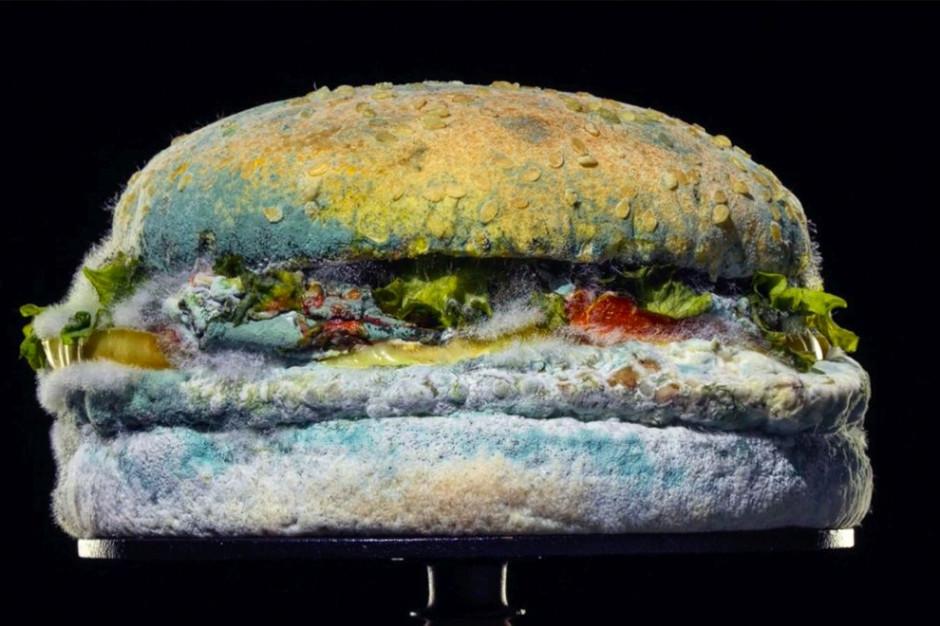 Burger King chwali się, że Whoopery pleśnieją (wideo)