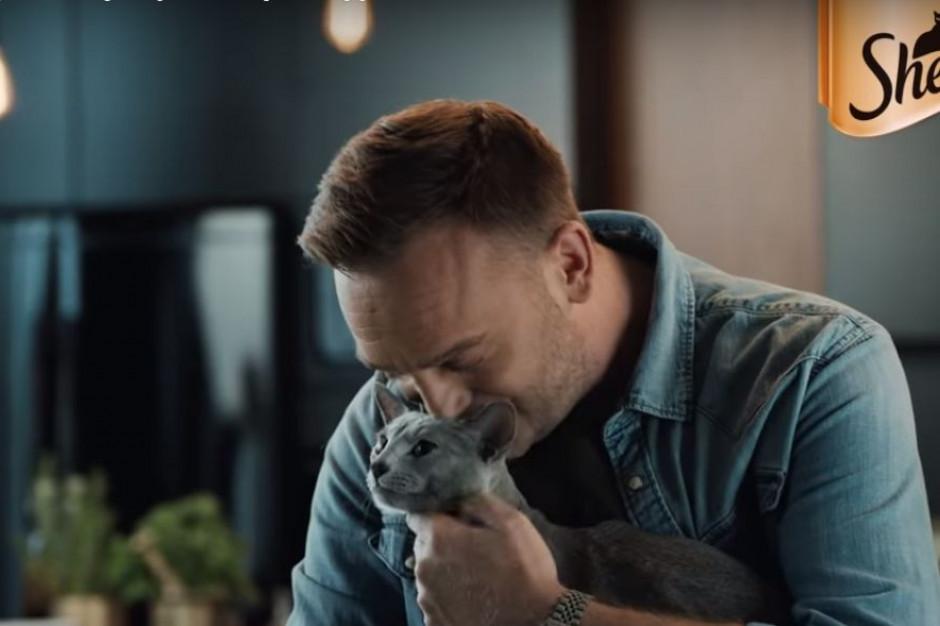Mateusz Gessler gotuje w reklamach karmy dla kotów (wideo)