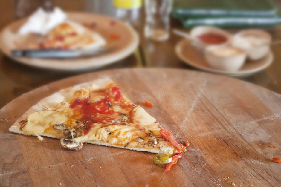 Włoska pizza z koronawirusem słabym żartem francuskiej telewizji