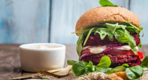RoślinnieJemy: Jedzenie roślinnego burgera przestaje być fanaberią grupki szalonych wegan