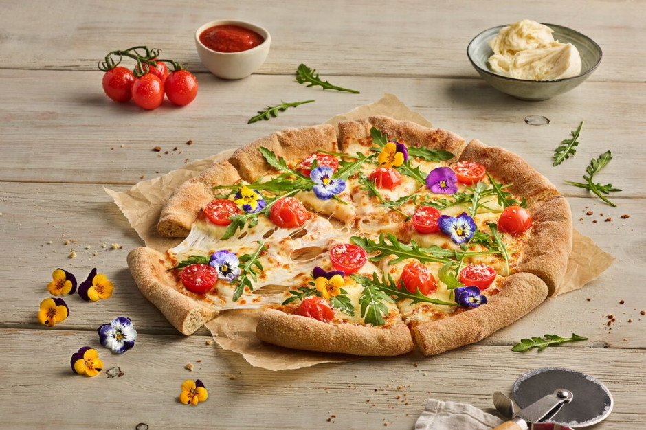 Pizza Hut wprowadza pizzę z jadalnymi kwiatami