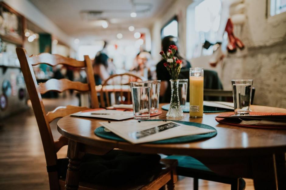 Emilewicz: na razie nie ma potrzeby zamykania lokali gastronomicznych