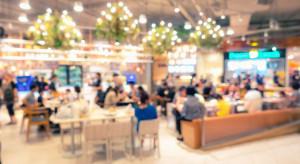 Emilewicz: Rząd chce uniknąć sytuacji, w której młodzież będzie się umawiać w food courtach