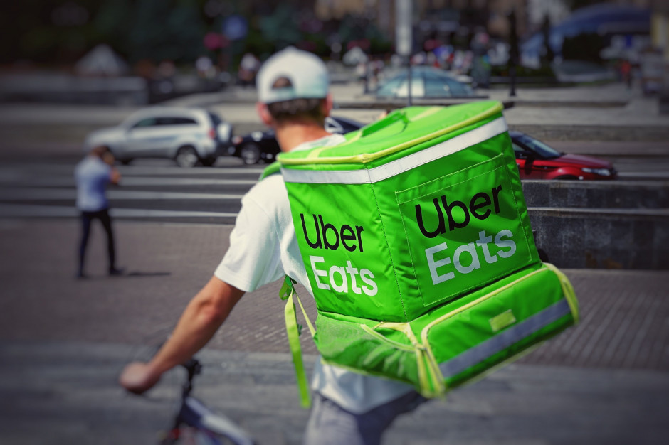 W USA i Kanadzie Uber dostarczy 300 tys. posiłków pracownikom służby zdrowia
