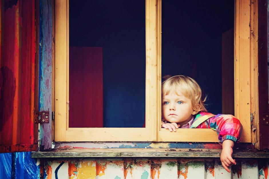 Zamknięcie szkół i pozostawanie w domach nasilą problem otyłości dzieci