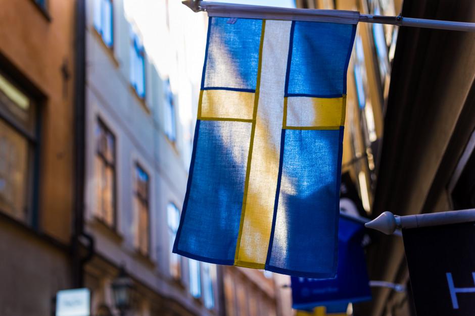 Szwecja: Tłumy w ogródkach kawiarnianych