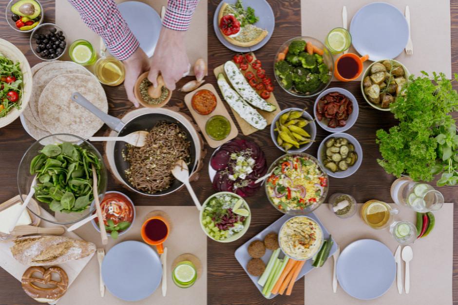 Dlaczego warto zamawiać jedzenie do domu?